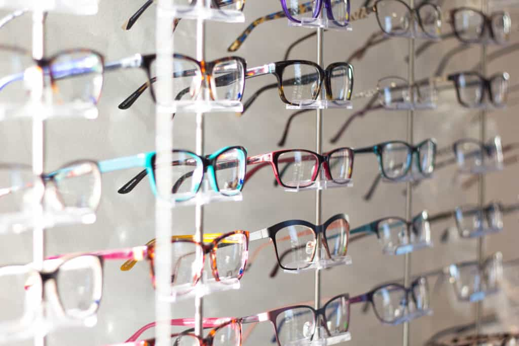 How to buy contacts and glasses online