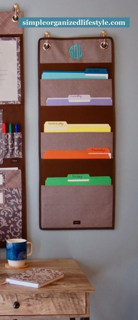 Weekly hanging file folders