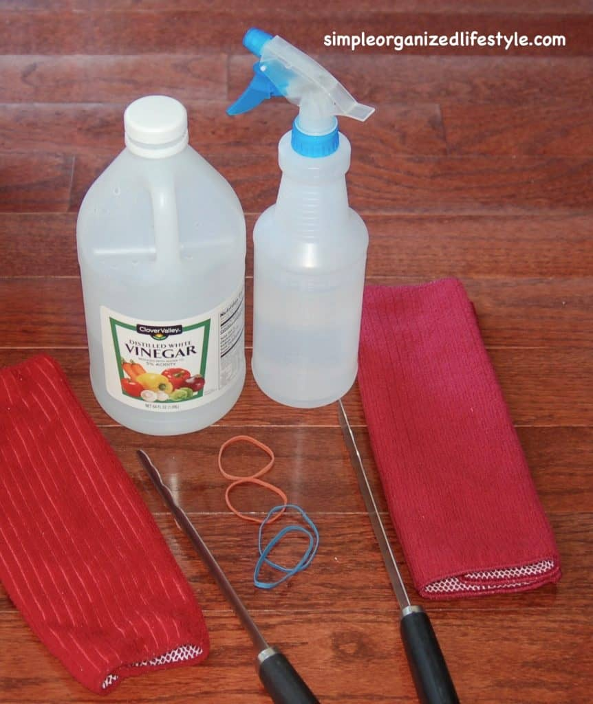 Cleaning blinds with vinegar